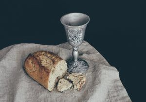Holy_Communion_Debby_Hudson_Unsplash